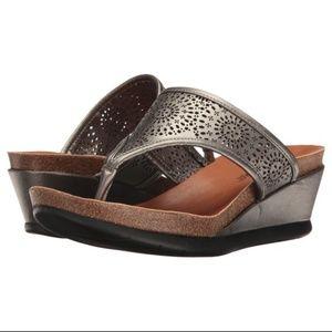a4522b211c26c Minnetonka Victoria Mid-heel Wedge Sandal 7 NWOB
